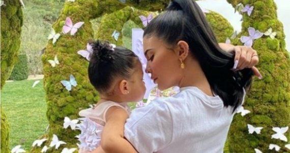 costoso regalo le dio kylie jenner stormi primer dia clases
