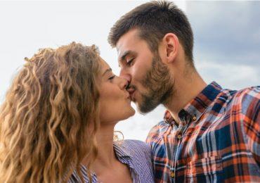razón por la que tu novio no cierra los ojos cuando te besa