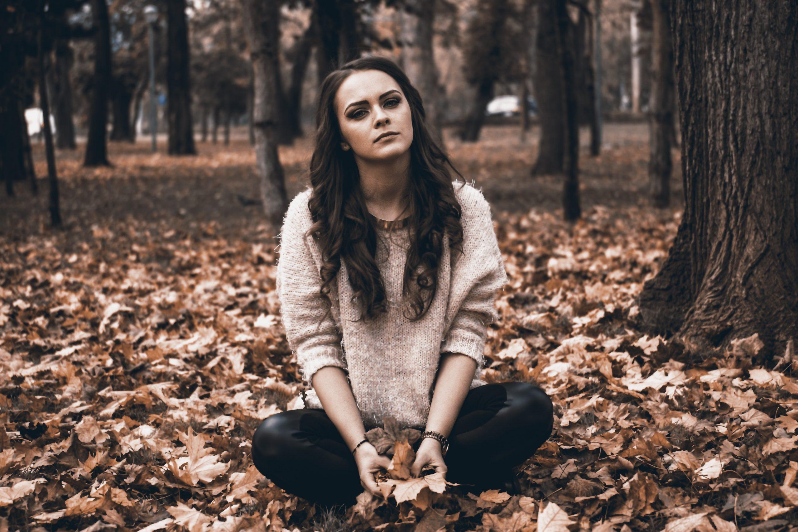 adolescente sentada