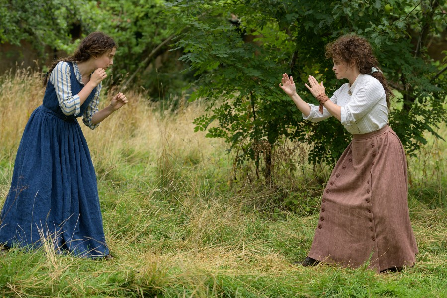 Helena Bonham Carter es Eudoria Holmes en la película de netflix enola holmes