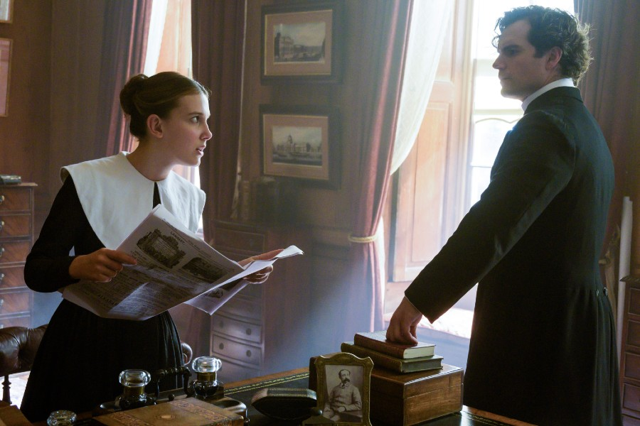 Henry Cavill es Sherlock Holmes en la película de Netflix Enola Holmes