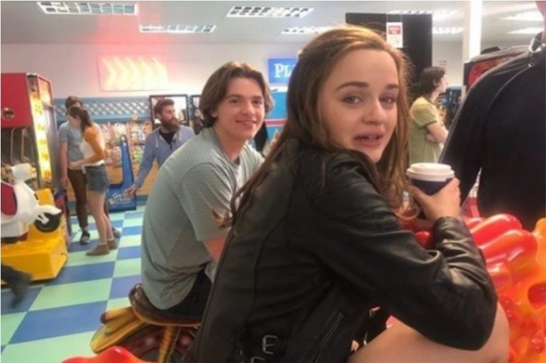 joey king y joel courtney
