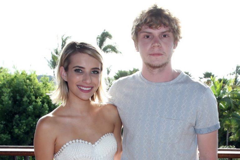 emma roberts embarazo reaccion evan peters