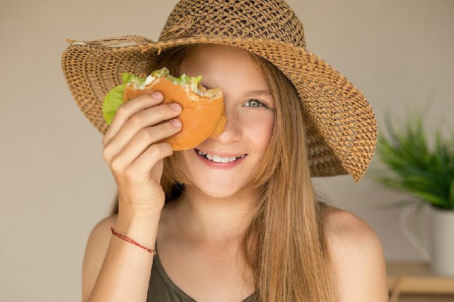 alimentos ayudan evitar caída pelo
