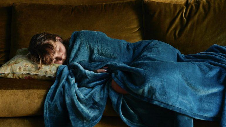 por que no puedes dormir sin cobija aunque haga calor
